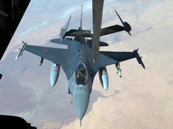 Siria, raid della coalizione anti Isis al confine con  Iraq, 35 morti