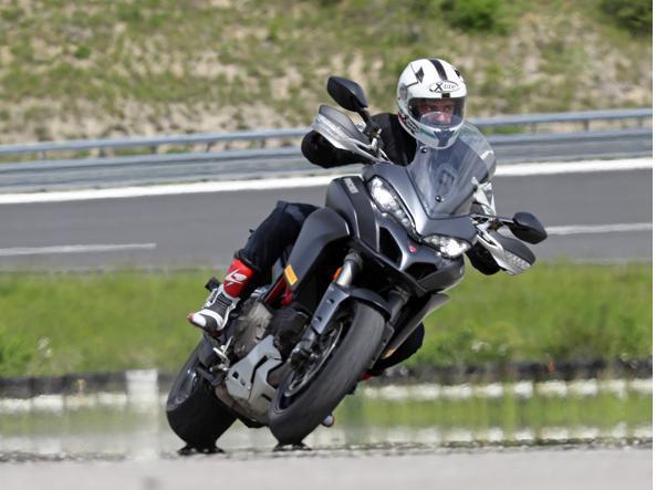 L'Abs per la moto: permette di frenare anche in curva