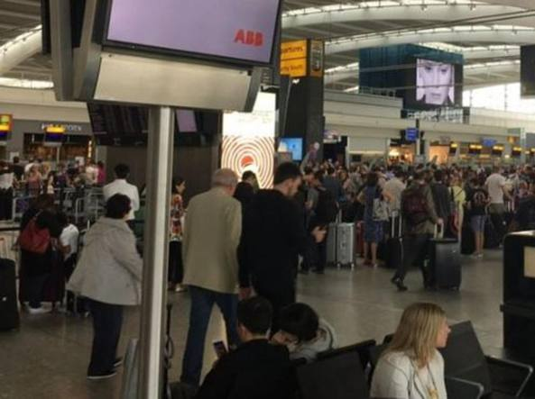 Gb, British Airwais in tilt informatico, stop ai voli da Londra