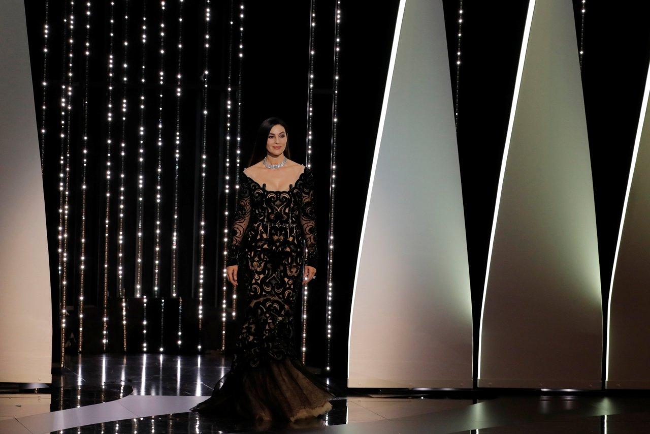 Cannes baci sul red carpet e la futura sposa jessica - Film diva futura ...