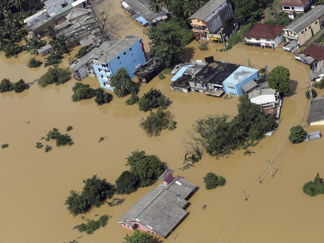Sri Lanka,  inondazioni e franeIl Paese sommerso dal fango,almeno 164 vittime Immagini