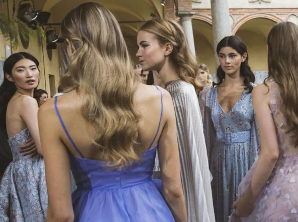 Matrimonio Gipsy Come Vestirsi : Doppio abito e coroncina come vestirsi a un matrimonio