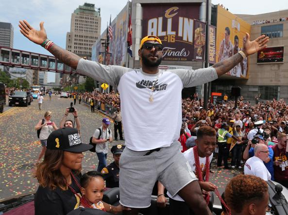 Nba, in quota Golden State batte Cleveland