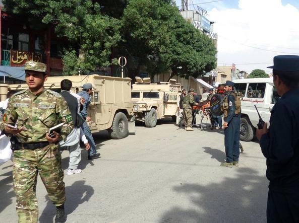Autobomba a Kabul, almeno 50 morti