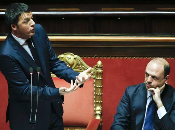 Direzione Pd, Renzi sul palco: