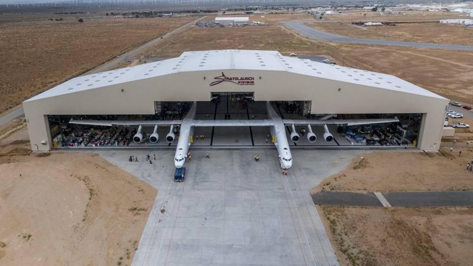 California: presentato l'aereo più grande del mondo