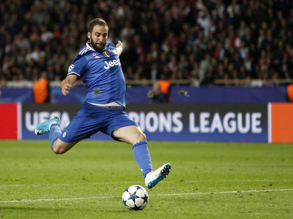 Champions League, a Madrid sfottò per Higuain: