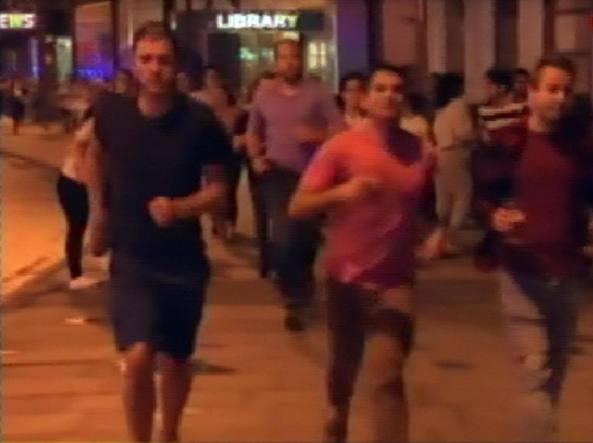 Londra, pulmino piomba sulla folla: 20 feriti, uditi spari