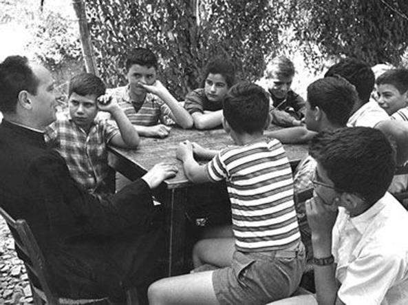 Intervista impossibile a Don Milani: riconoscimenti per la VB del Marconi