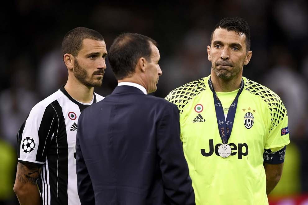 Leonardo Bonucci, Max Allegri e Gigi Buffon al termine della finale di Cardiff (LaPresse)