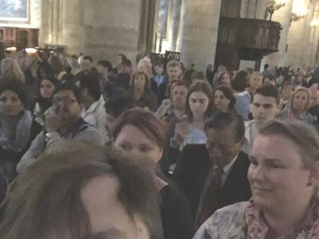 Parigi, panico a  Notre Dame Foto|Live tvAggredisce agente e urla: «È per la Siria»
