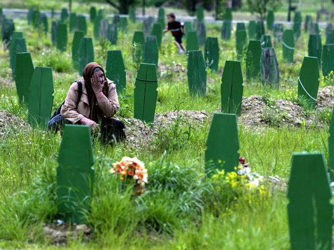 I serbi di Bosnia cancellano Srebrenica dai libri di storia