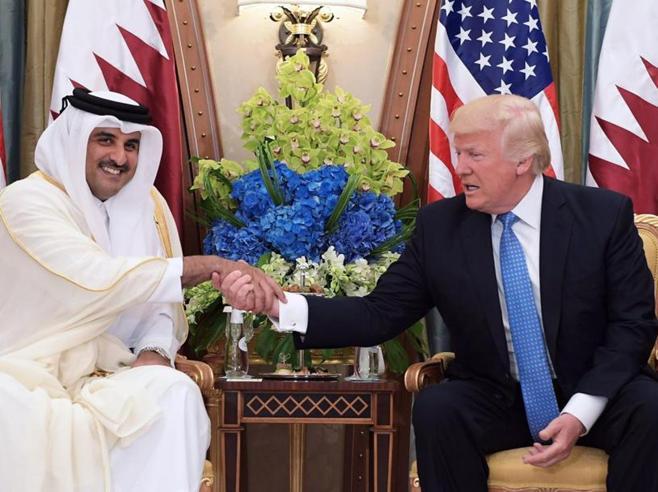 Qatar, Trump parla con l'emiro e offre il suo aiuto per risolvere la crisi