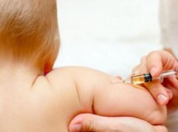 Vaccini, basta autocertificazione genitori per l'iscrizione a scuola