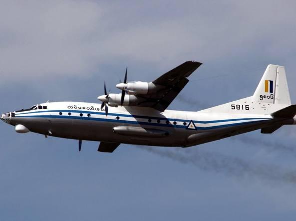 Un aereo con oltre 100 persone a bordo risulta disperso in Birmania