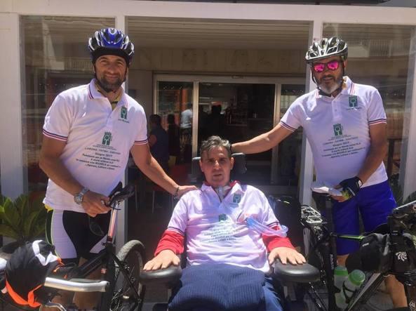 Da sinistra Luciano Caruso, Michele La Pusata (consigliere nazionale di Aisla, malato di Sla e volontario dell'associazione) e Totò Trumino