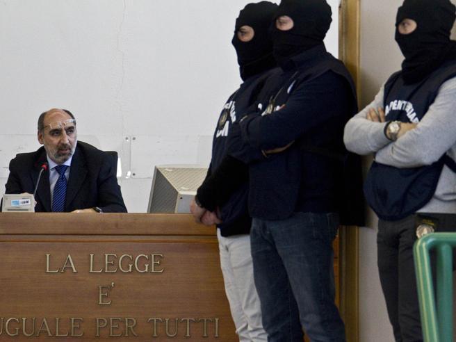 Il boss Graviano intercettato in cella: «Berlusconi mi chiese una cortesia. Insieme per anni, ora mi pugnala»