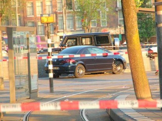 Amsterdam, auto contro pedoni davanti alla stazione: cinque feriti