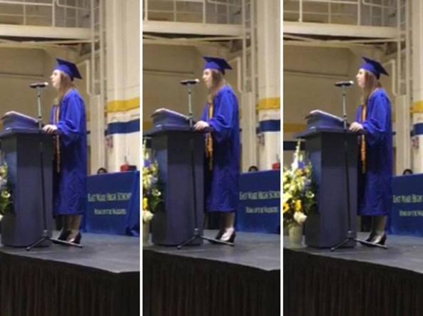 Megan Faircloth immortalata durante il suo discorso per la graduation