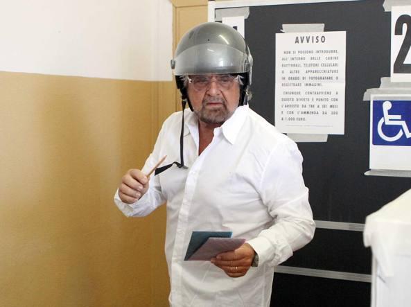 Grillo al seggio (LaPresse)