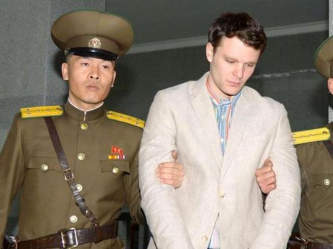 Corea, rilasciato studente Usa condannato a 15 anni di lavori Le  prigioni di Pyongyang