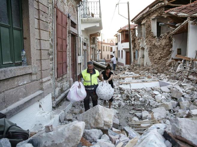 Terremoto in Grecia: un morto e una decina di feriti sull'isola di Lesbo Le immagini|Video