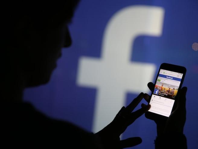 Notizie in bacheca a pagamento: Facebook sempre più «media»