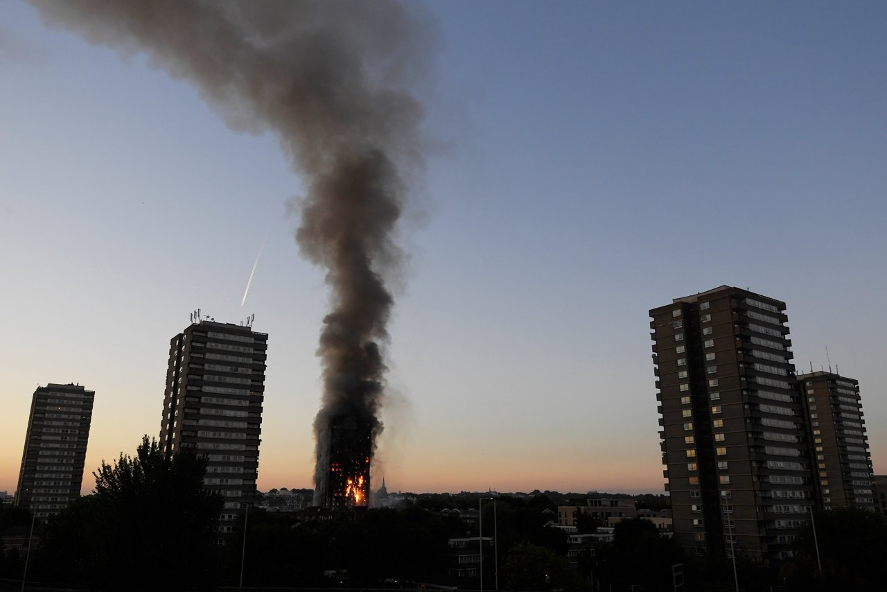 Incendio a londra la sequenza dell incendio che devasta for Piani di cabina della torre di fuoco