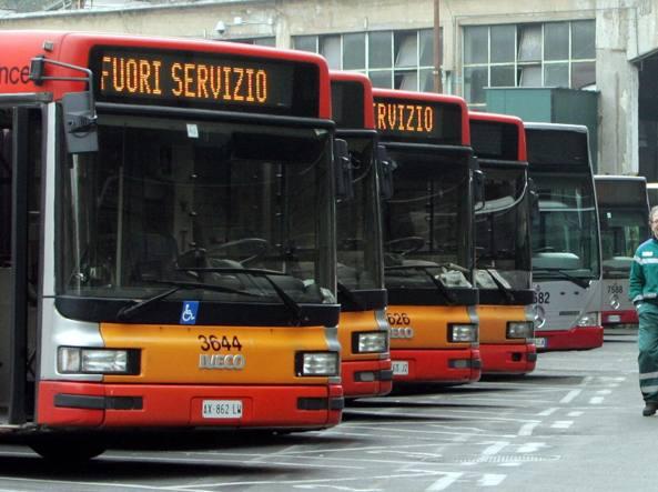 Venerdì nero dei trasporti: in sciopero bus, treni e aerei