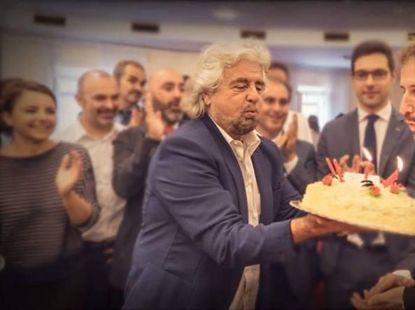 Beppe Grillo e Davide Casaleggio alla festa per i 7 anni del M5S (Ansa/Twitter M5S)