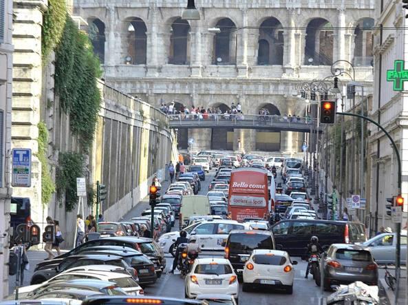 Traffico in tilt a Roma per lo sciopero (LaPresse)