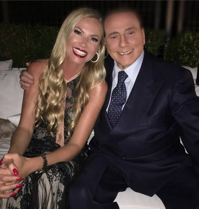 Berlusconi a casa panicucci per la festa di mattino 5 for Corriere della sera casa