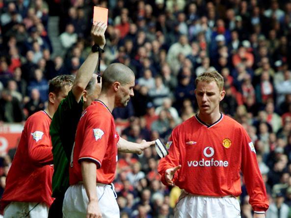david Elleray espelle Roy Keane nel 2001 (Reuters)