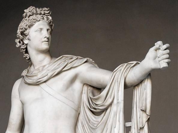 Un particolare dell'«Apollo del Belvedere» conservato ai Musei Vaticani