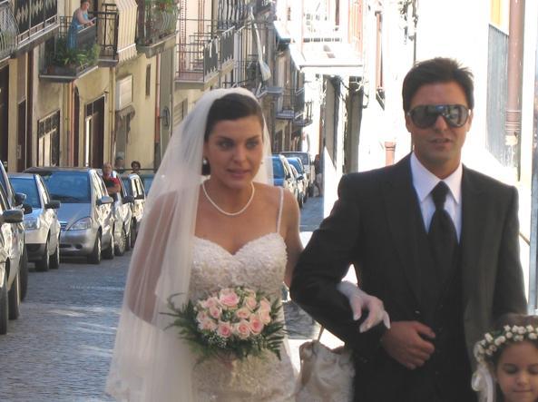 Lucia accompagnata all'altare dal fratello Giuseppe Salvatore Riina