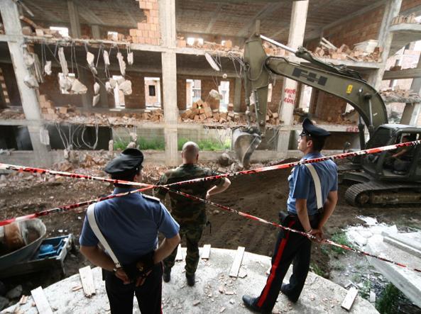 Demolizioni di case abusive in provincia di Napoli