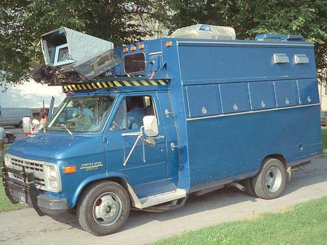 NavLab, un pulmino pieno di computer che si muove da solo per Pittsburgh nel 1986: la storia della prima auto a guida autonoma