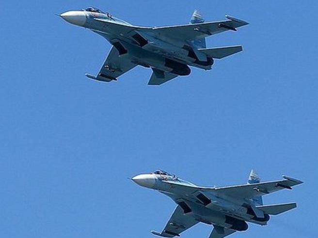 Jet russi intercettano aerei militari americani sul mar Baltico