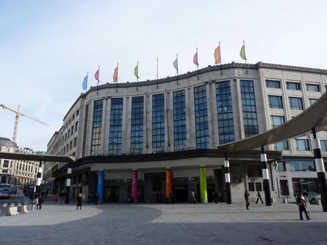 Bruxelles |  allerta alla stazione centrale |  ucciso un uomo con la cintura esplosiva