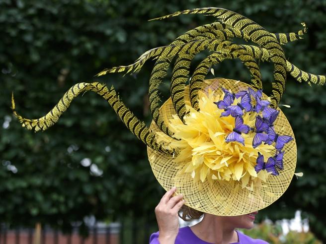 Royal Ascot, cavalli e  cappelli stravaganti:   è la settimana dell'ippica