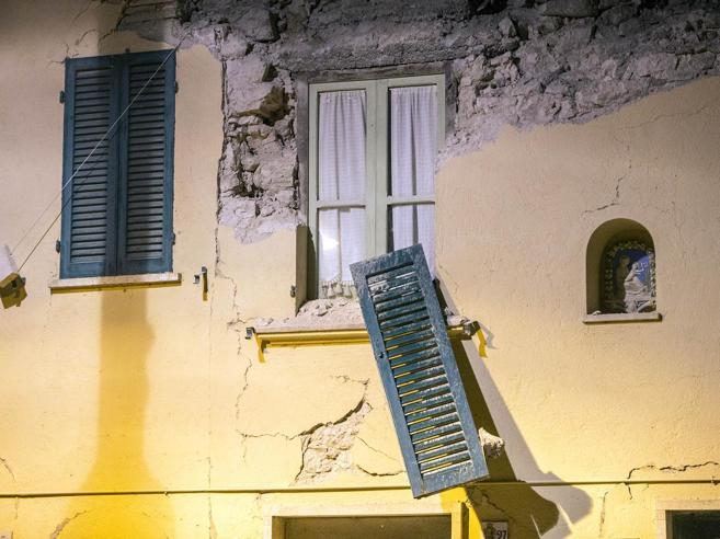Terremoto, le macerie dimenticate: lavori iniziati solo in 32 case|Prima e dopo