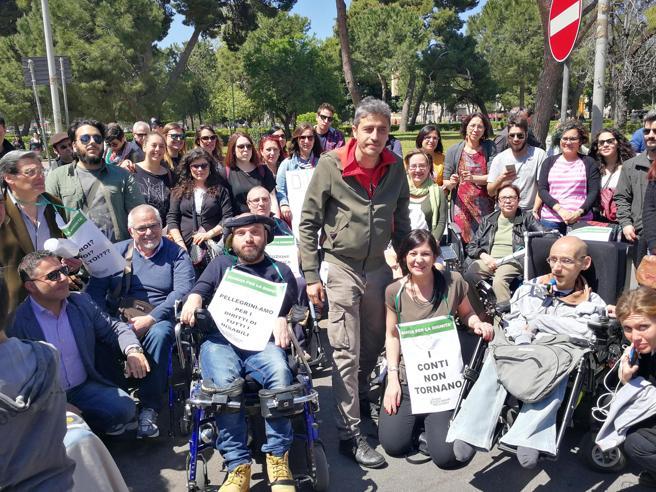 Vittoria per i disabili siciliani, arrivano i primi assegni L'esultanza di Pif e Jovanotti