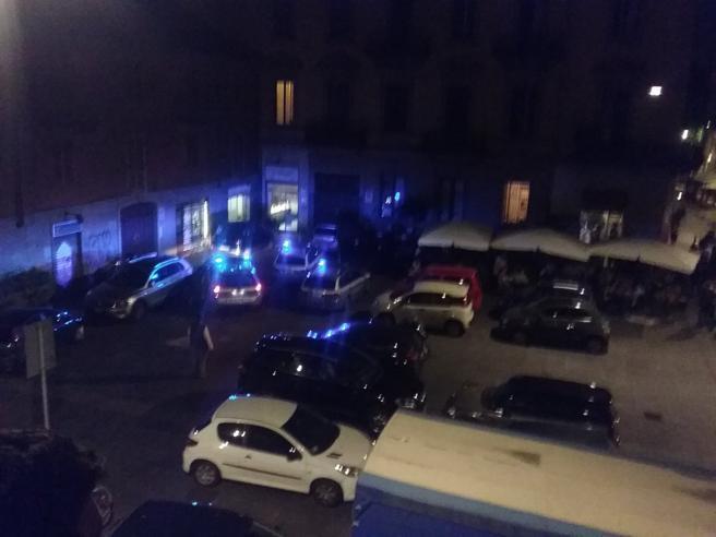 Torino, caos in piazza  durante controlli   Lancio di bottiglie e feriti