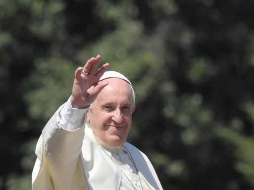 Francesco e l'omaggio a don Milani: «Bisogna ridare la parola ai poveri» - Le foto