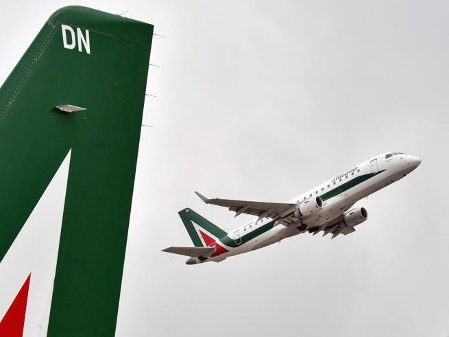 Alitalia, spuntano Air France ed Easyjet: restano 15 offerenti