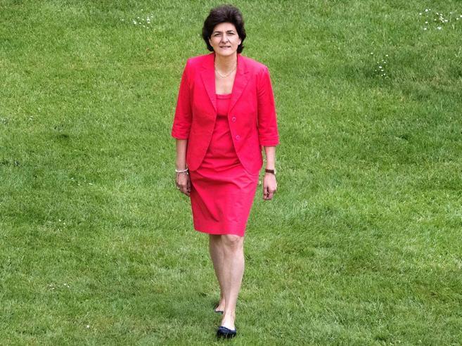 Prima grana per MacronLascia la ministra della Difesa