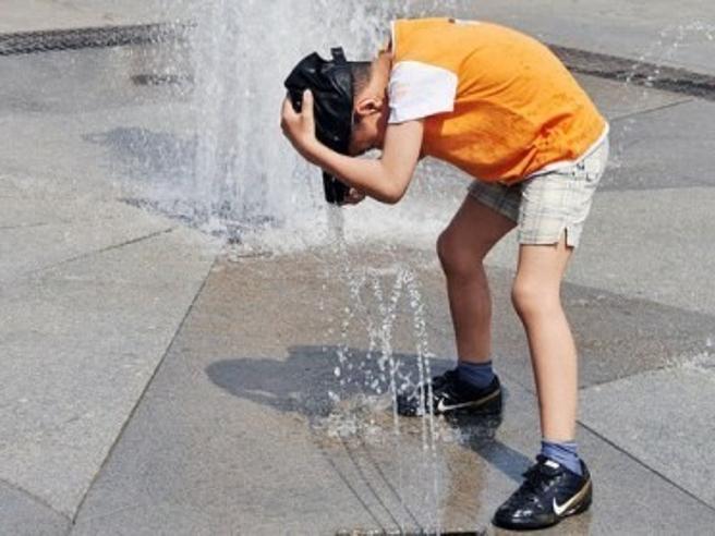 Colpo di sole e colpo di calore in agguato d'estate: come riconoscerli e difendersi