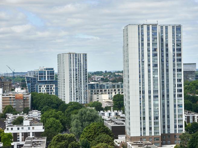 Londra: stesso materiale isolante della Grenfell Tower, evacuate cinque torri a Camden foto
