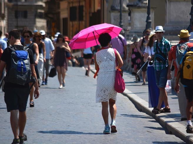 Caldo record in Italia, allarme del governo: dieci città a rischio anche per chi è sano