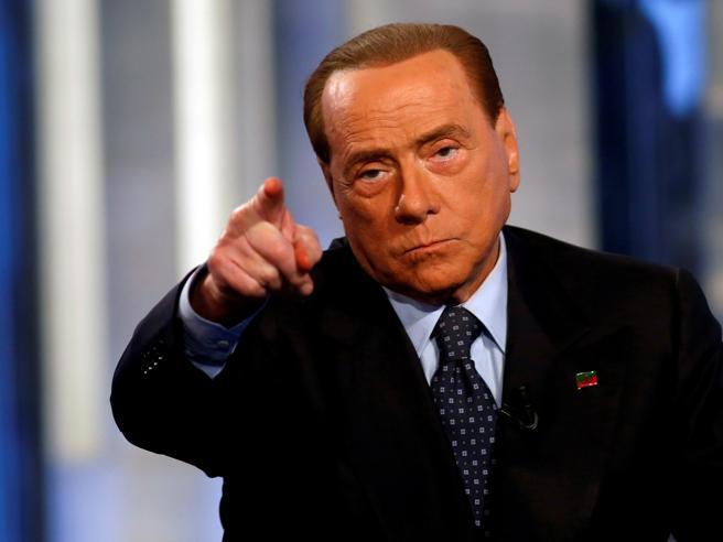 Berlusconi: grillini come i  comunistiE a La7: «Grillo si faceva pagare in nero»
